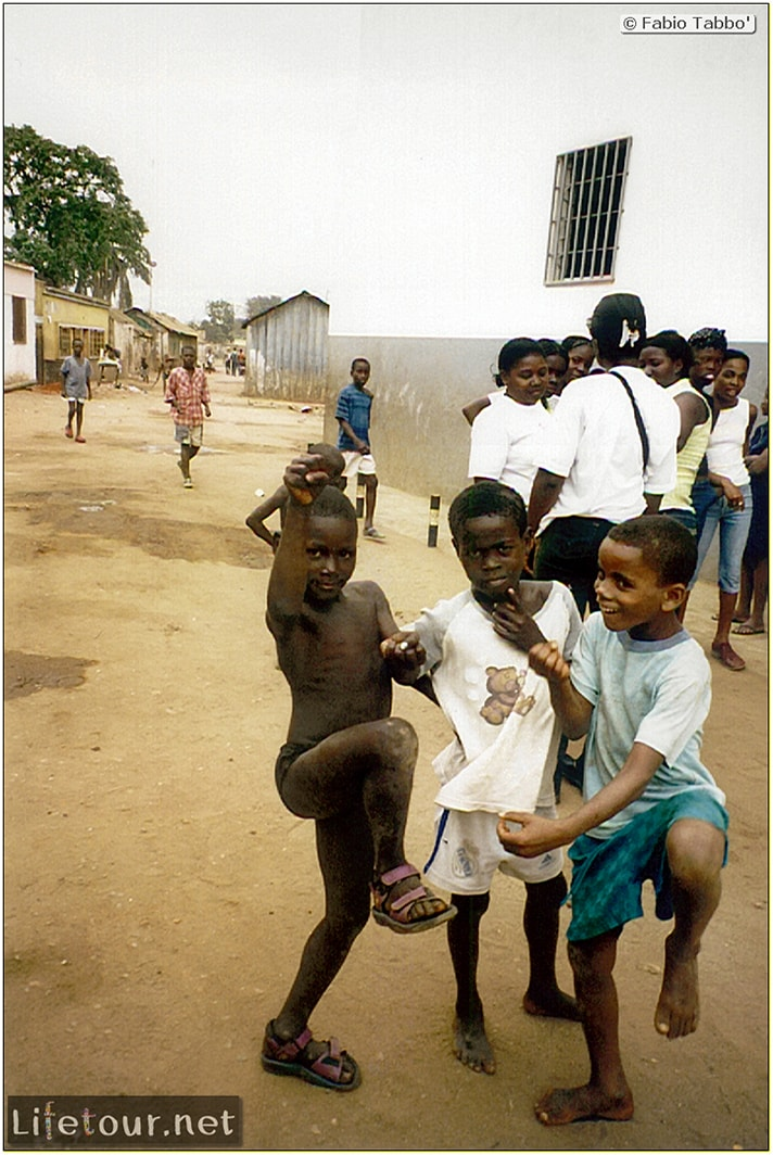 Fabios-LifeTour-Angola-2001-2003-Luanda-Luanda-slums-104-2