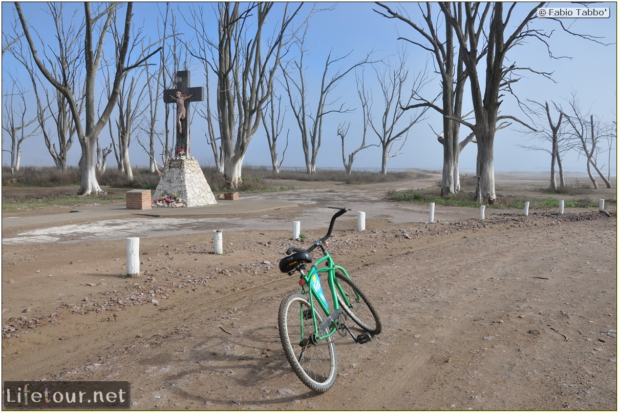 Fabios-LifeTour-Argentina-2015-July-August-Epecuen-Epecuen-ghost-town-1.-Bike-Trip-to-the-Epecuen-ghost-town-2362