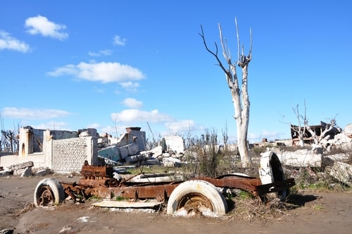 Fabios-LifeTour-Argentina-2015-July-August-Epecuen-Epecuen-ghost-town-4.-Abandoned-vehicles-10836-cover