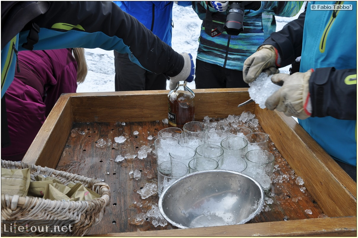 Southern-section-Hielo-y-Aventura-trekking-5-Celebrating-with-ice-and-whisky-33