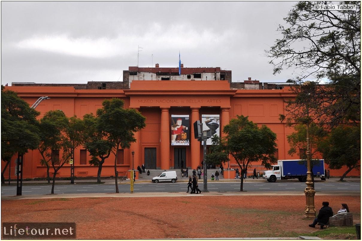 buenos-aires-Recoleta-Centro-Cultural-Recoleta-and-Museo-Nacional-de-Bellas-Artes-958