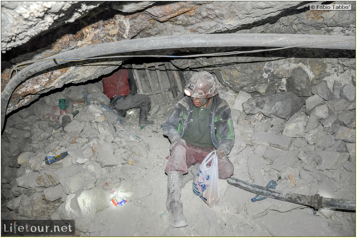 Fabio_s-LifeTour---Bolivia-(2015-March)---Potosi---mine---2.-Inside-the-mine-(welcome-to-hell)---5300