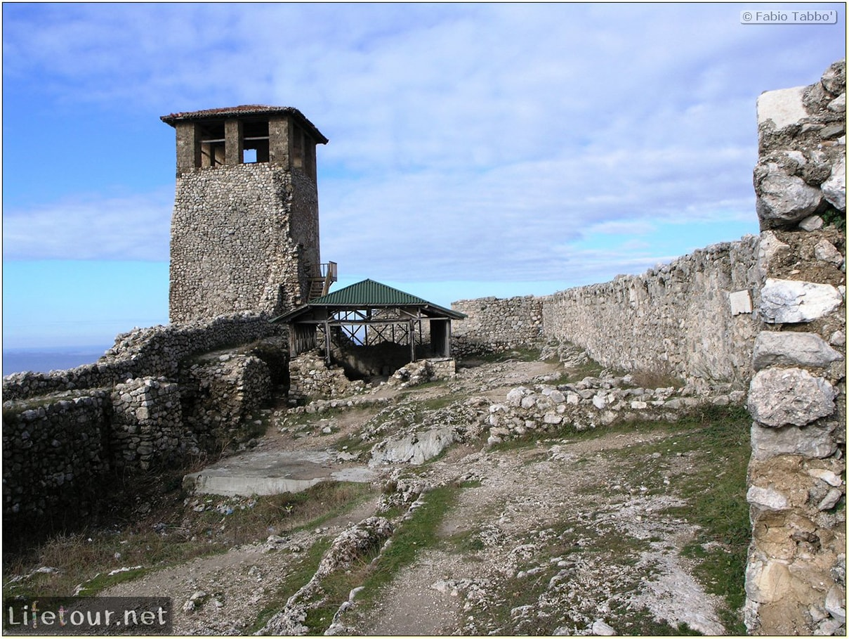Fabios-LifeTour-Albania-2005-August-Kruja-Skenderbeu-castle-20425-1