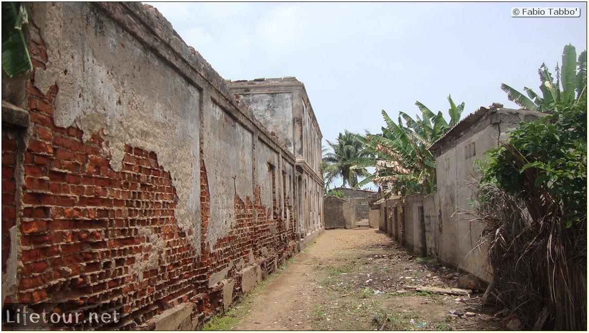 Fabio's LifeTour - Benin (2013 May) - Grand Popo - Comptoirs Coloniaux de Gbecon (ghost town) - 1421