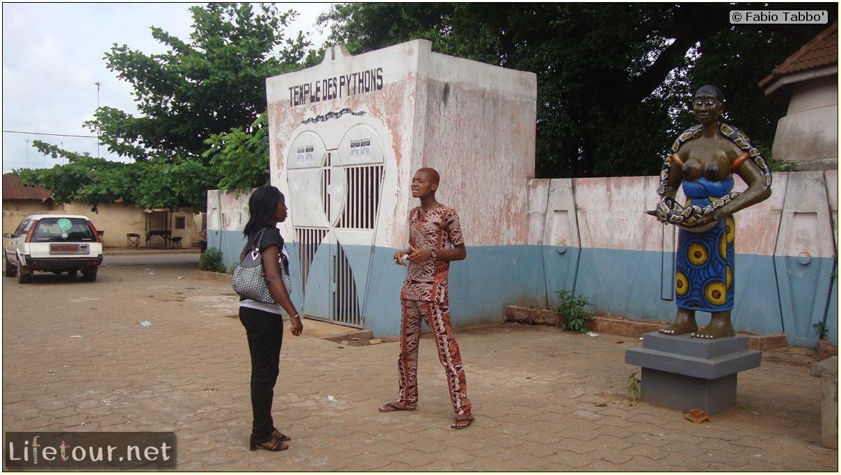 Fabios-LifeTour-Benin-2013-May-Ouidah-Temple-des-Pythons-1440