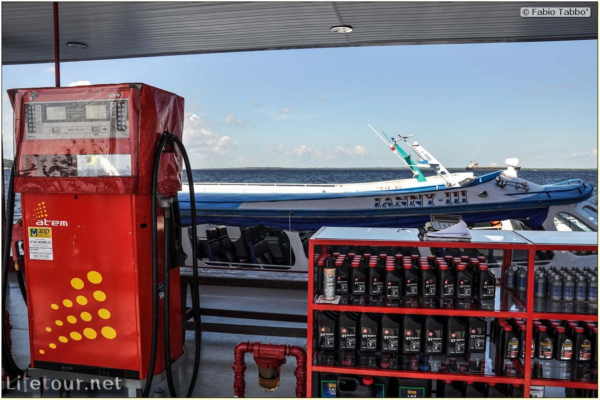 Fabio's LifeTour - Brazil (2015 April-June and October) - Manaus - Amazon Jungle - Fuel stations on the Amazon river - 10658