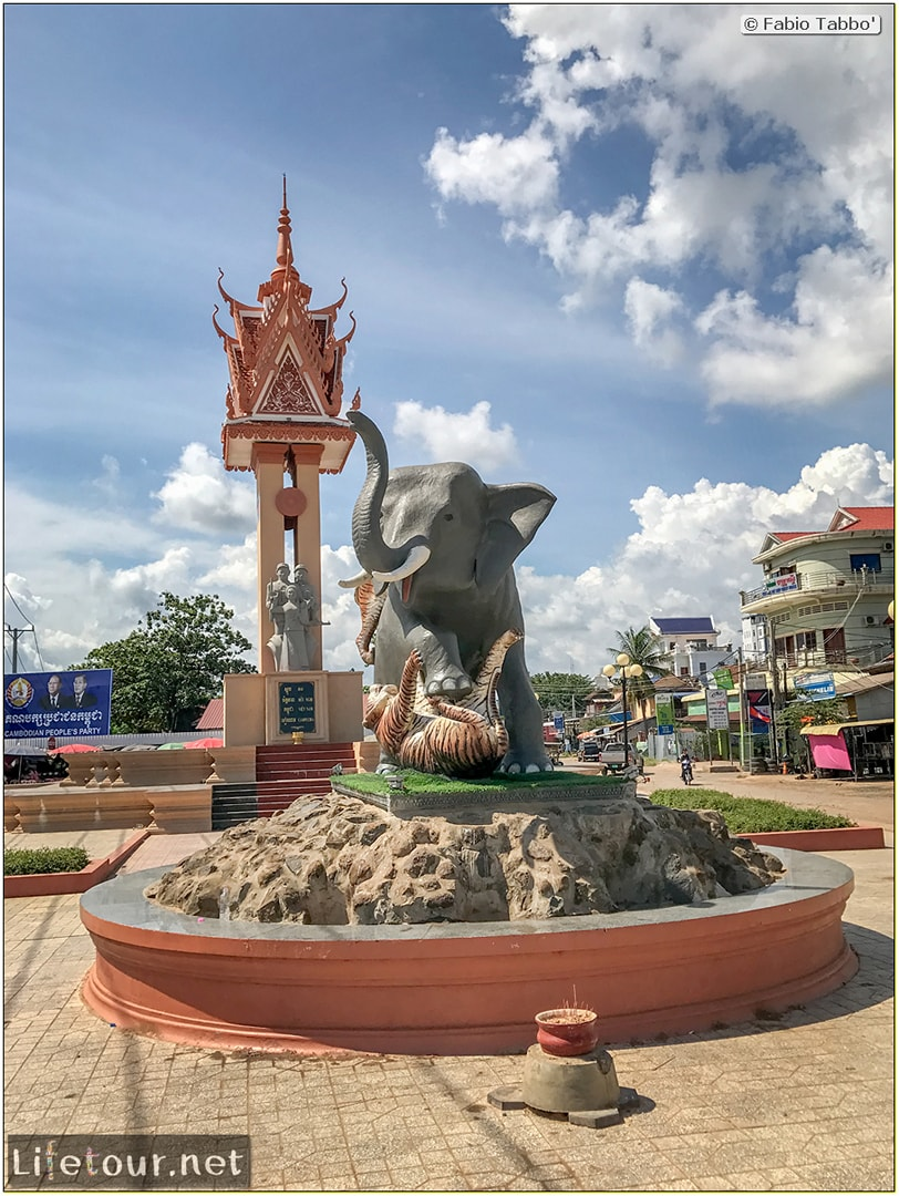 Fabio_s-LifeTour---Cambodia-(2017-July-August)---Krong-Stueng-Saen-(Kampong-Thom)---Krong-Stueng-Saen-Liberation-Monument---18451