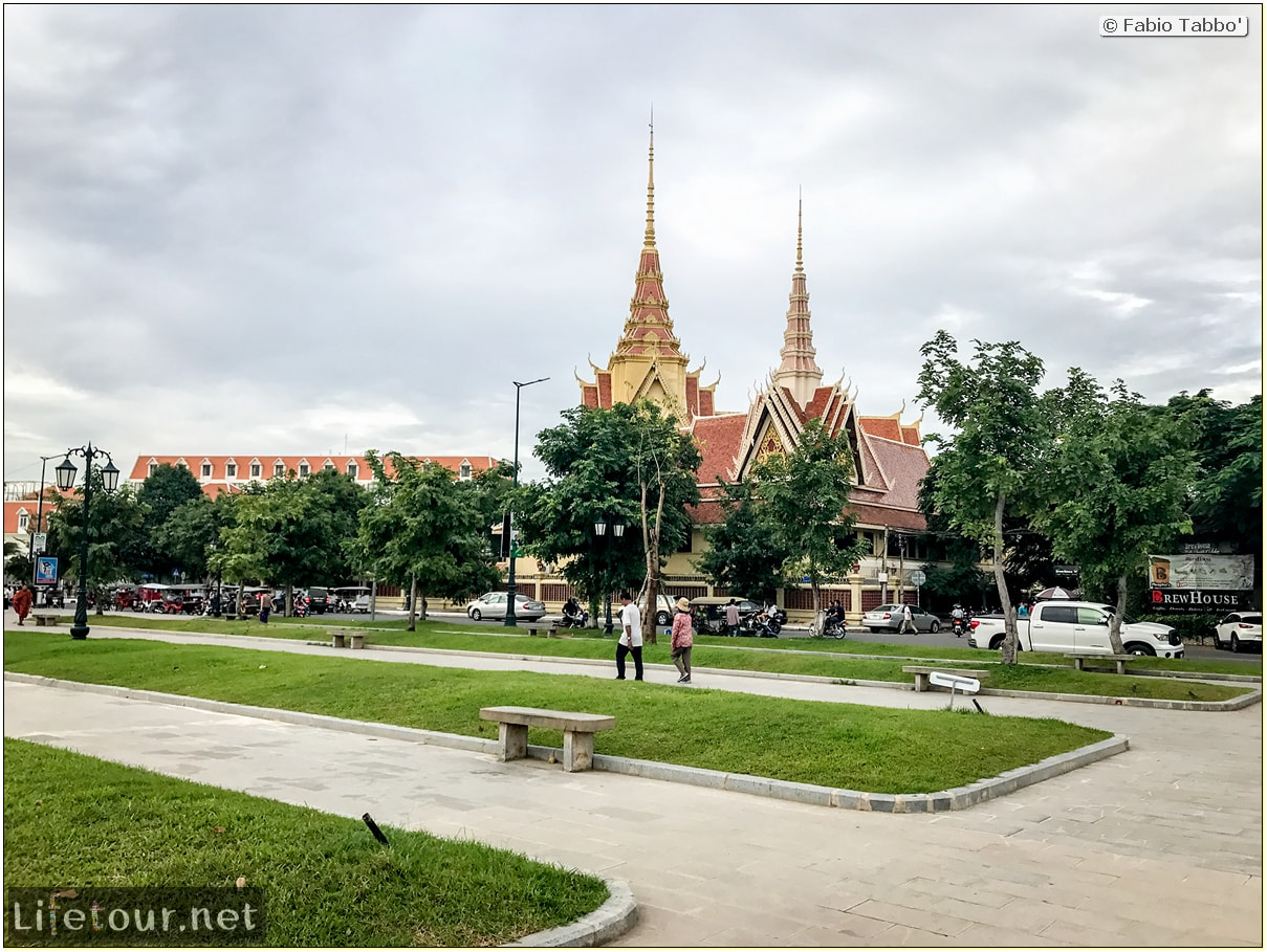 Fabio_s-LifeTour---Cambodia-(2017-July-August)---Phnom-Penh---Independence-Square-area---Botumvatey-Pagoda---18261-cover