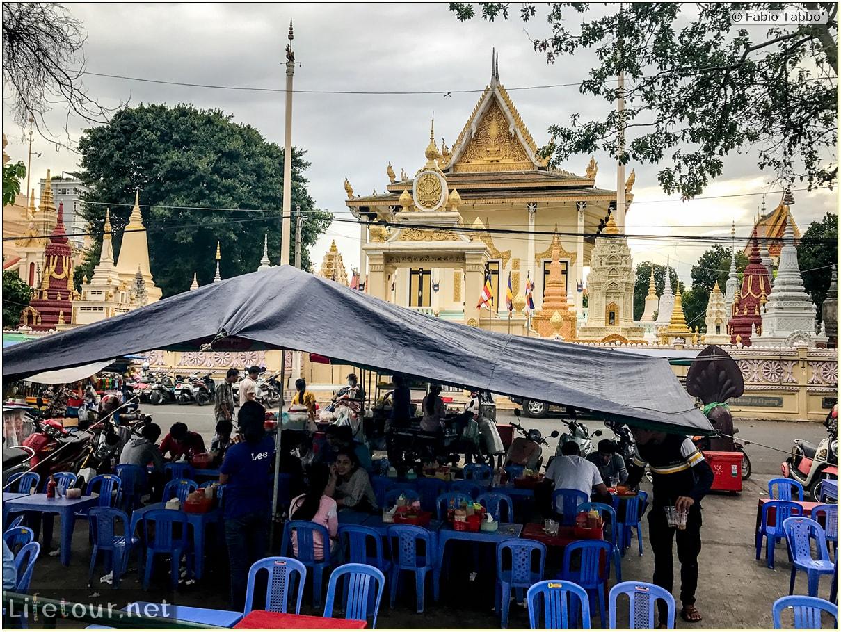 Fabio_s-LifeTour---Cambodia-(2017-July-August)---Phnom-Penh---Independence-Square-area---Botumvatey-Pagoda---18265