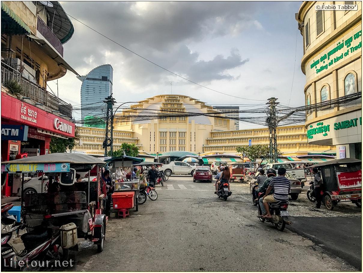 Fabio_s-LifeTour---Cambodia-(2017-July-August)---Phnom-Penh---Shops---Marche_-Central-(Old-Market)---18307