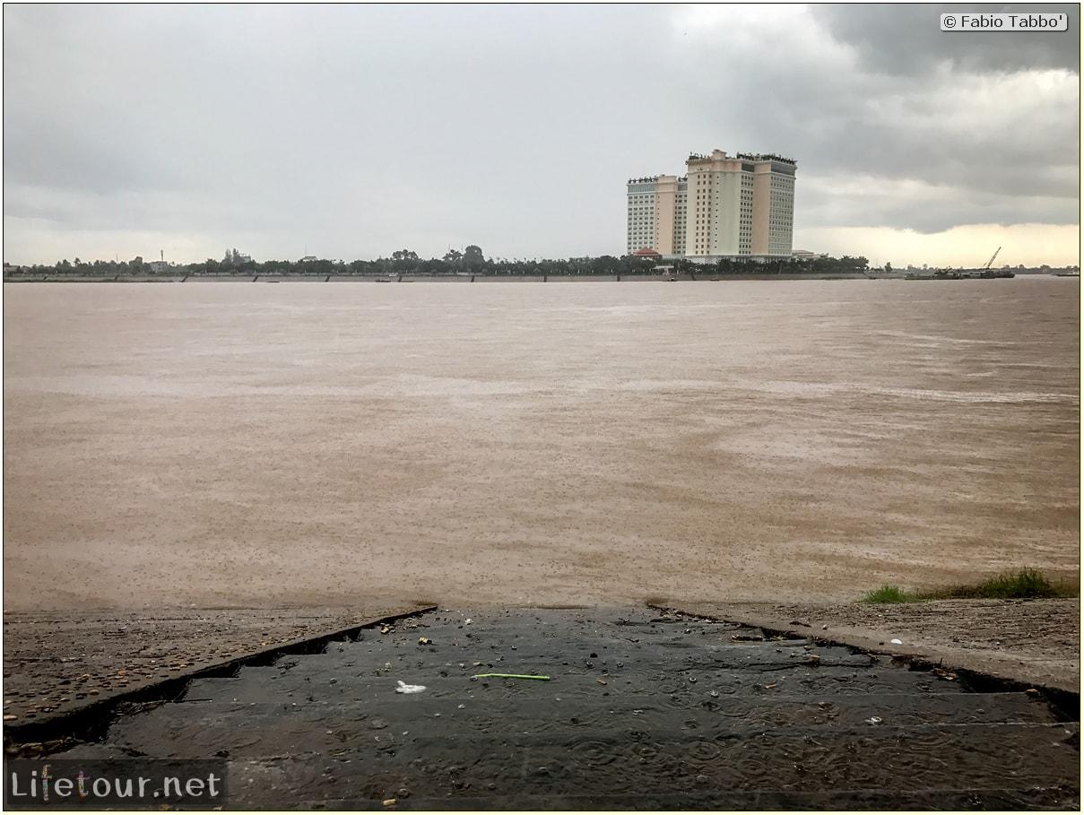 Fabio_s-LifeTour---Cambodia-(2017-July-August)---Phnom-Penh---Sisowath-Quay---18287