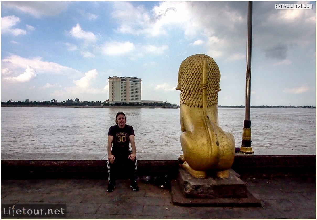 Fabio_s-LifeTour---Cambodia-(2017-July-August)---Phnom-Penh---Sisowath-Quay---20098