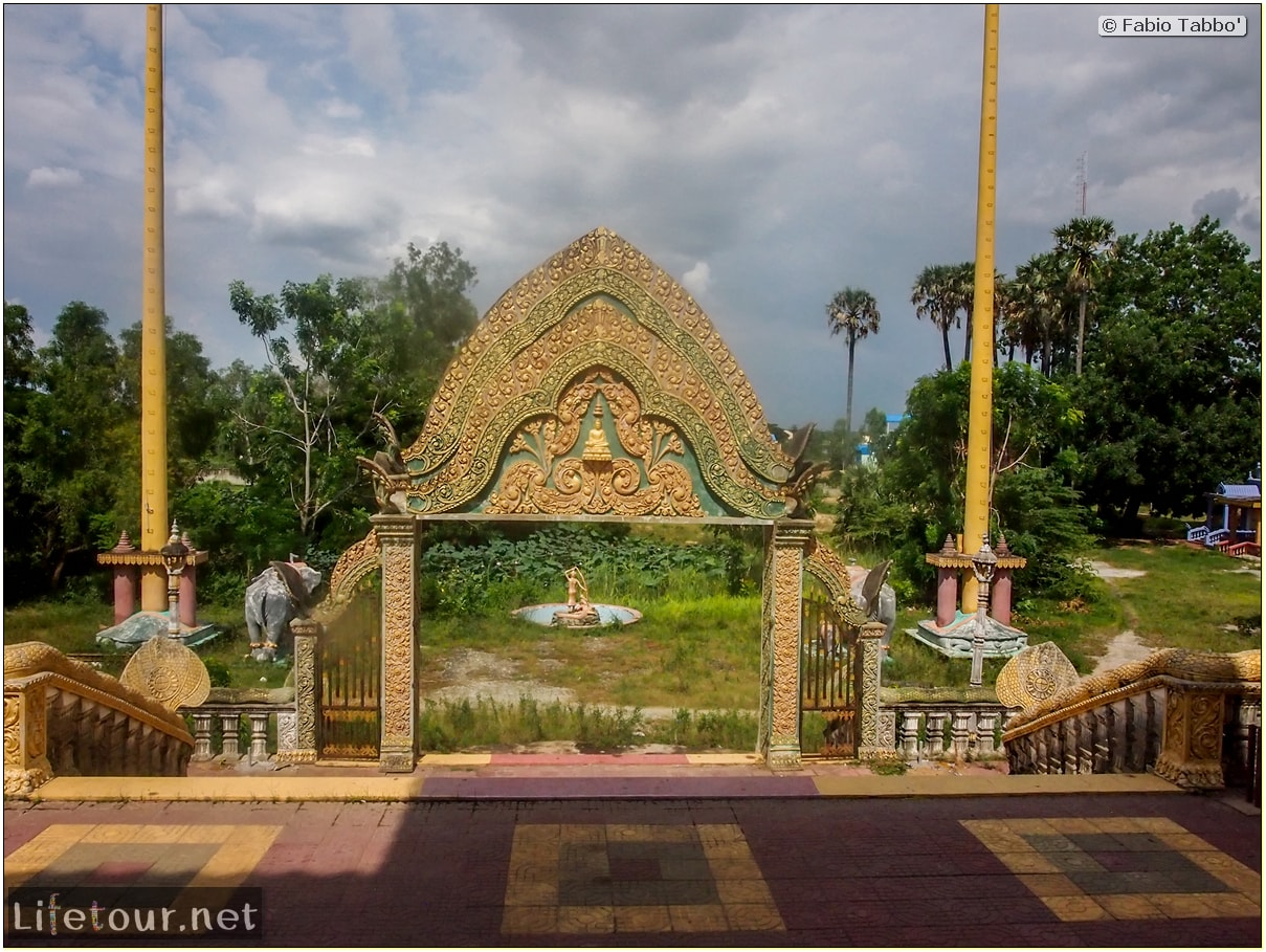 Fabio_s-LifeTour---Cambodia-(2017-July-August)---Phnom-Penh---Wat-Choeung-Ek-(Choeung-Ek-Pagoda)---20155