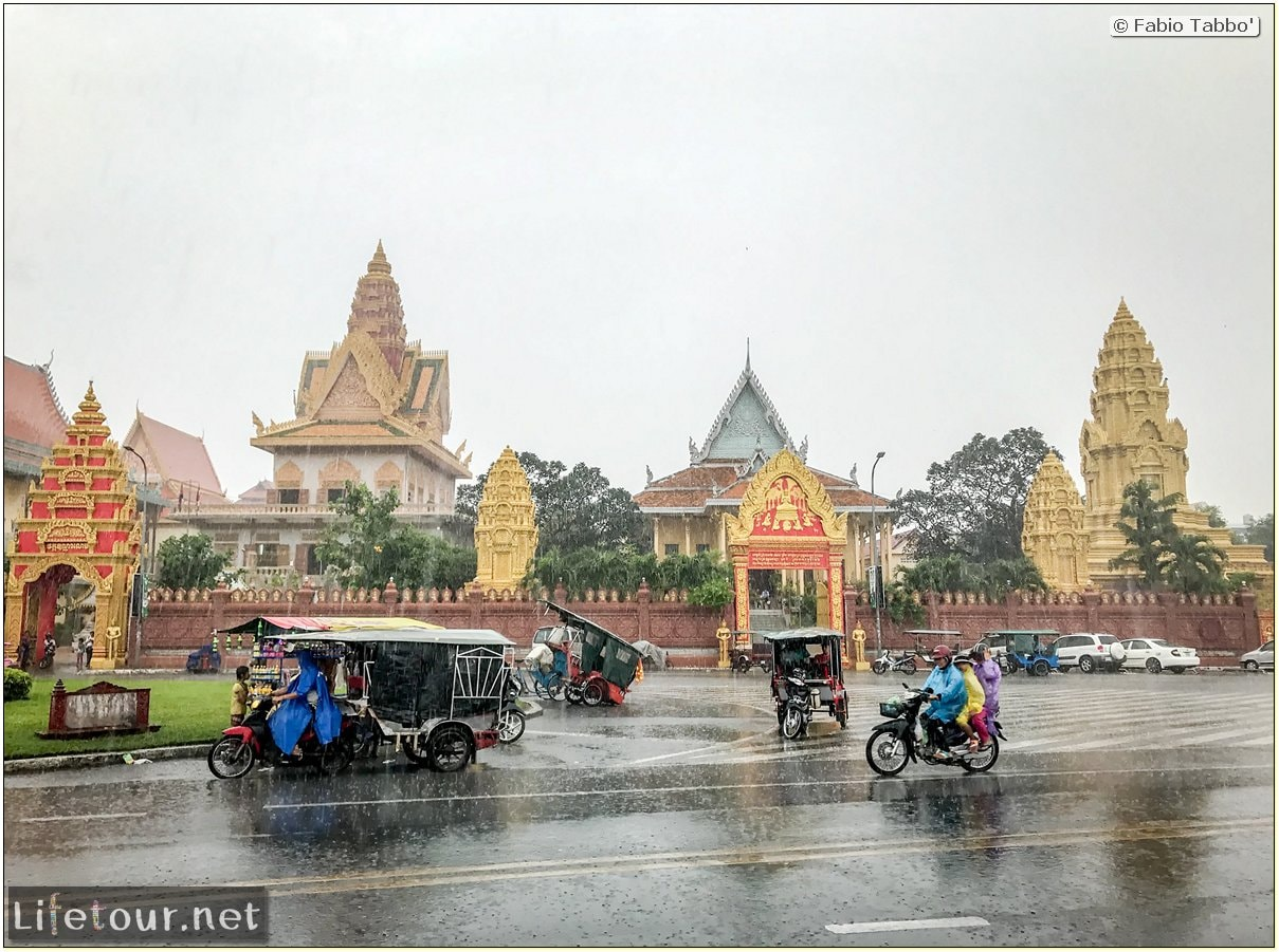 Fabio_s-LifeTour---Cambodia-(2017-July-August)---Phnom-Penh---Wat-Ounalom---18293