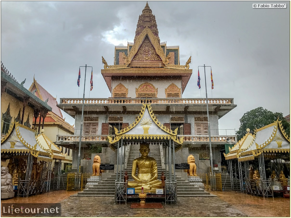 Fabio_s-LifeTour---Cambodia-(2017-July-August)---Phnom-Penh---Wat-Ounalom---18297