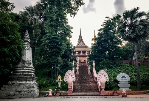 Fabio_s-LifeTour---Cambodia-(2017-July-August)---Phnom-Penh---Wat-Phnom---18316-cover