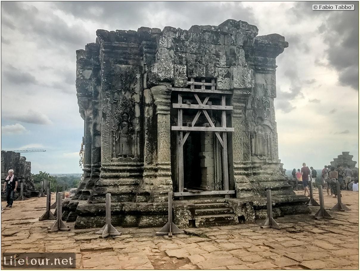 Fabio_s-LifeTour---Cambodia-(2017-July-August)---Siem-Reap-(Angkor)---Angkor-temples---Phnom-Bakheng-temple---18638