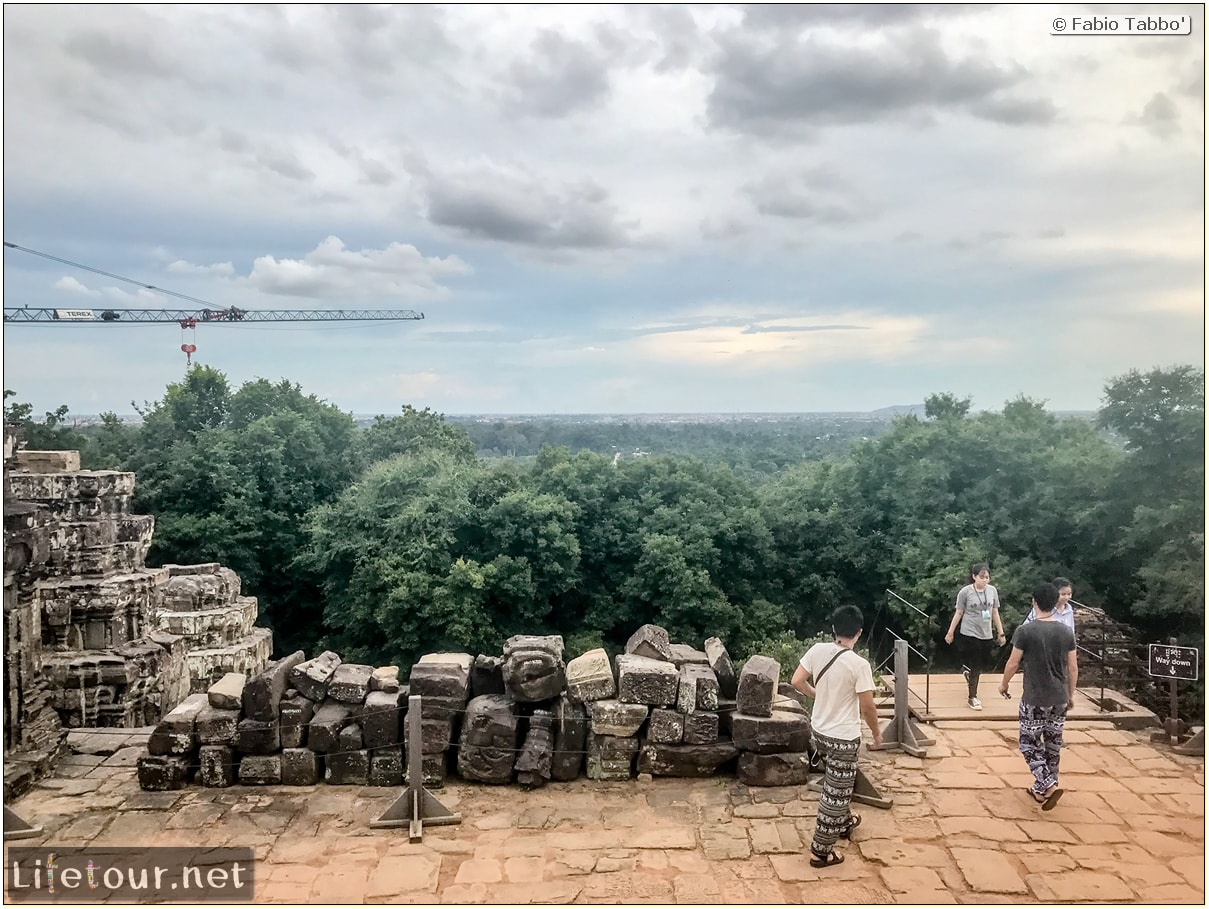 Fabio_s-LifeTour---Cambodia-(2017-July-August)---Siem-Reap-(Angkor)---Angkor-temples---Phnom-Bakheng-temple---18639