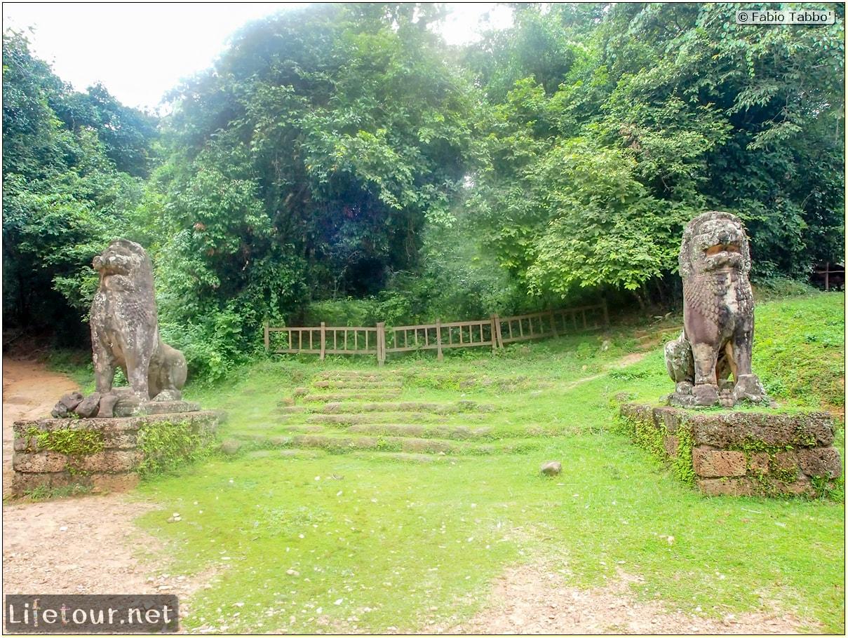 Fabio_s-LifeTour---Cambodia-(2017-July-August)---Siem-Reap-(Angkor)---Angkor-temples---Phnom-Bakheng-temple---20287