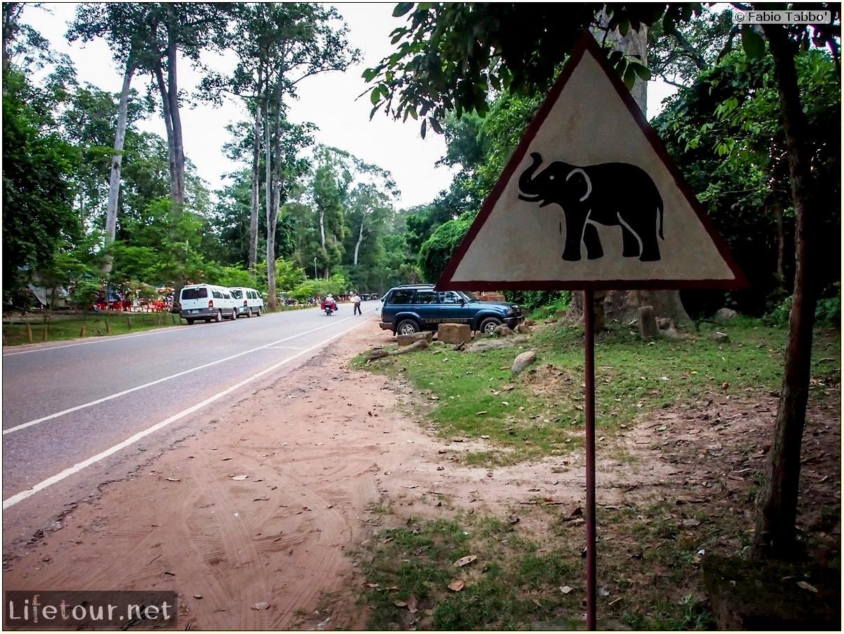 Fabio_s-LifeTour---Cambodia-(2017-July-August)---Siem-Reap-(Angkor)---Angkor-temples---Phnom-Bakheng-temple---20305