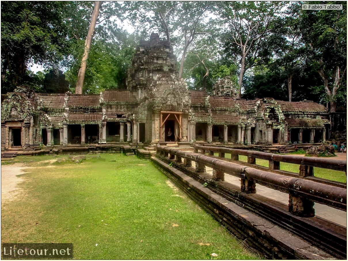 Fabio_s-LifeTour---Cambodia-(2017-July-August)---Siem-Reap-(Angkor)---Angkor-temples---Ta-Prohm-temple---20257