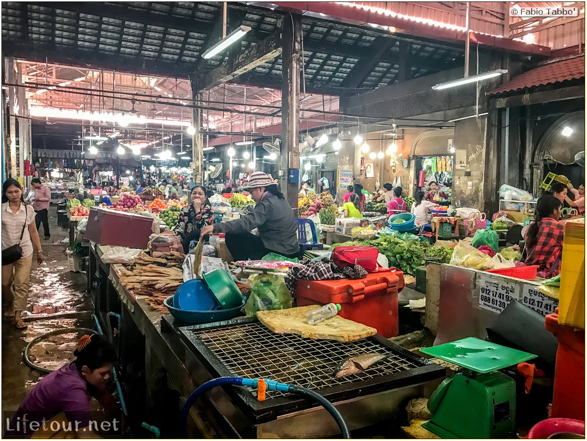 Fabio_s-LifeTour---Cambodia-(2017-July-August)---Siem-Reap-(Angkor)---Shops---Psar-Chas-(Old-Market)---18509