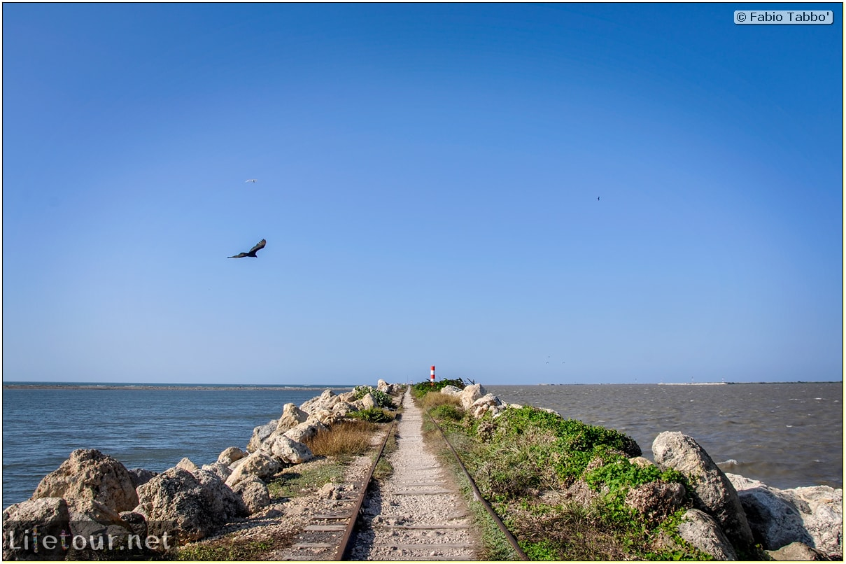 Barranquilla---Bocas-de-Ceniza---1.-The-railroad-in-the-middle-of-the-ocean---1044