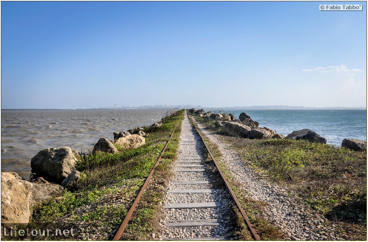 Barranquilla---Bocas-de-Ceniza---1.-The-railroad-in-the-middle-of-the-ocean---837 COVER