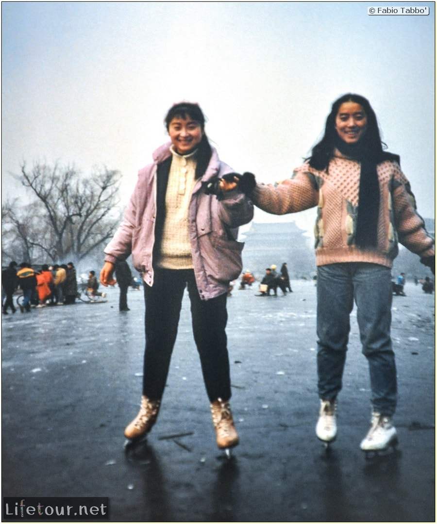 Beijing (1993-1997 and 2014) - Tourism - Behai Park - skating and swimming in frozen lake (1994) - 214