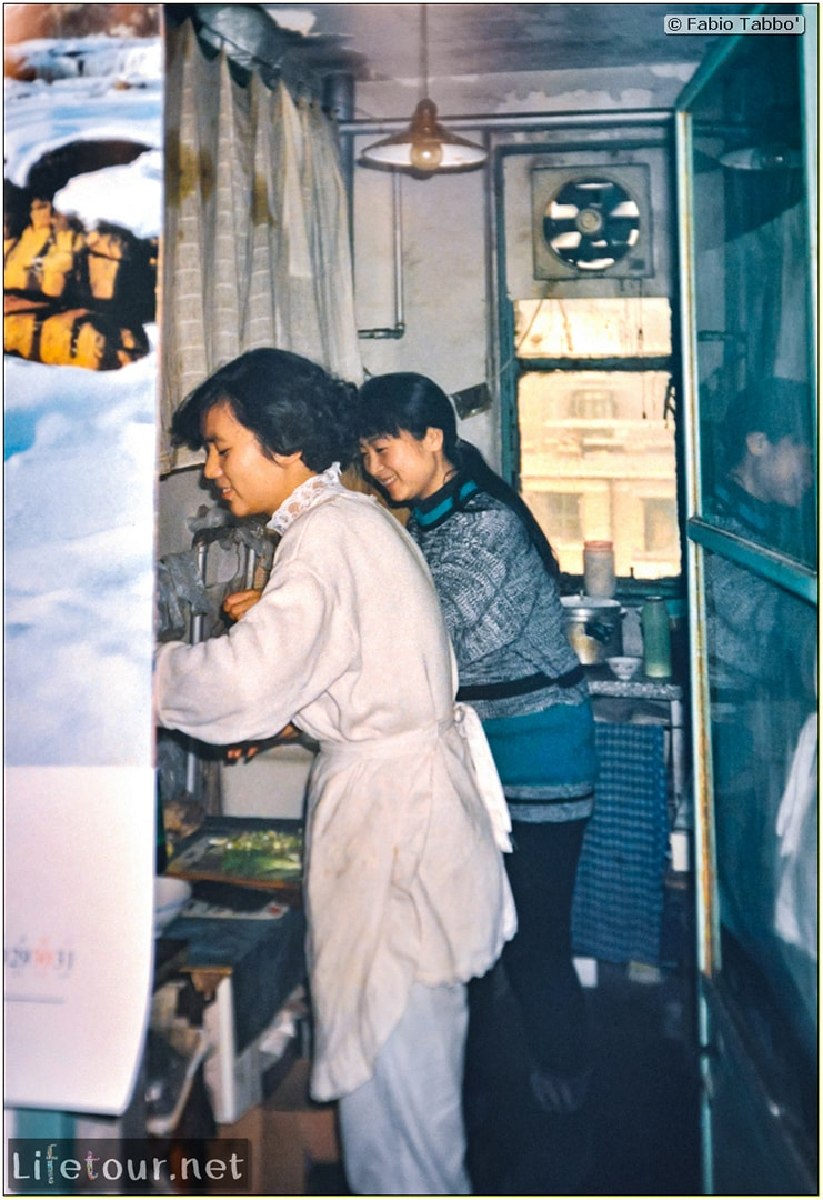 Beijing (1993-1997 and 2014) - Tourism - Playing Ping Pong with Chinese girls (1994) - 213