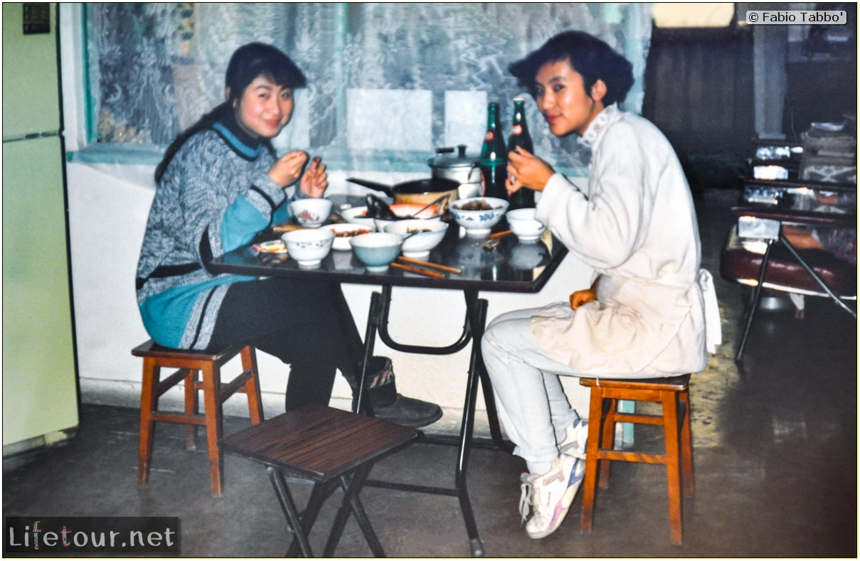 Beijing (1993-1997 and 2014) - Tourism - Playing Ping Pong with Chinese girls (1994) - 216