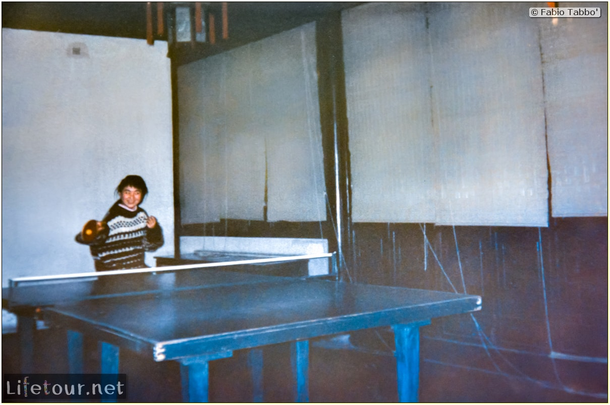 Beijing (1993-1997 and 2014) - Tourism - Playing Ping Pong with Chinese girls (1994) - 244