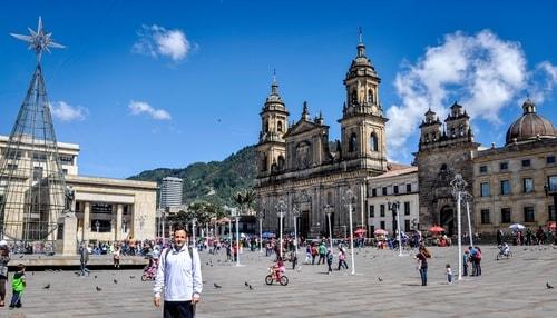 Fabio_s-LifeTour---Colombia-(2015-January-February) Bogota Candelaria---Bolivar-Plaza---6486 COVER