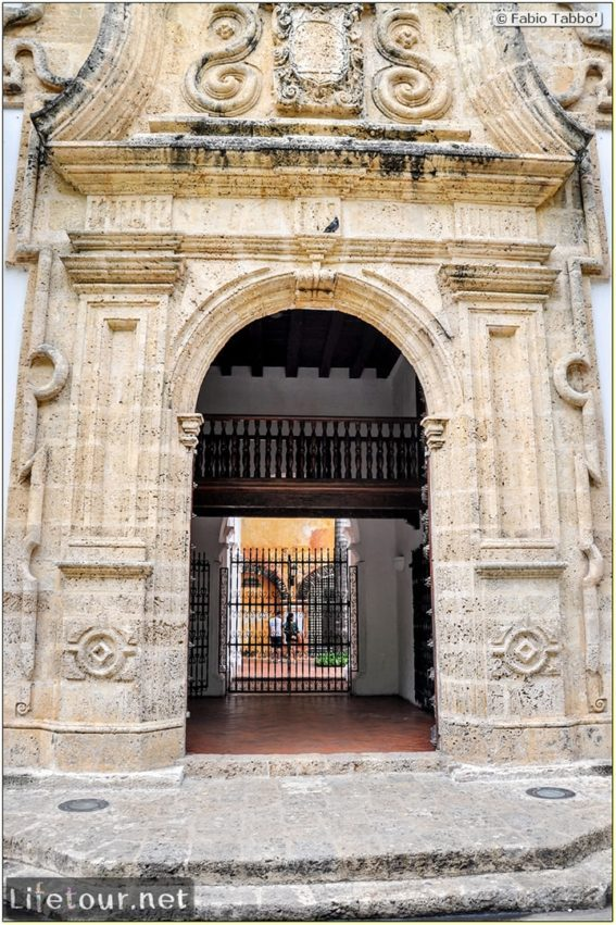 Fabio_s-LifeTour---Colombia-(2015-January-February)---Cartagena---Walled-city---Plaza-de-Bolivar---10026