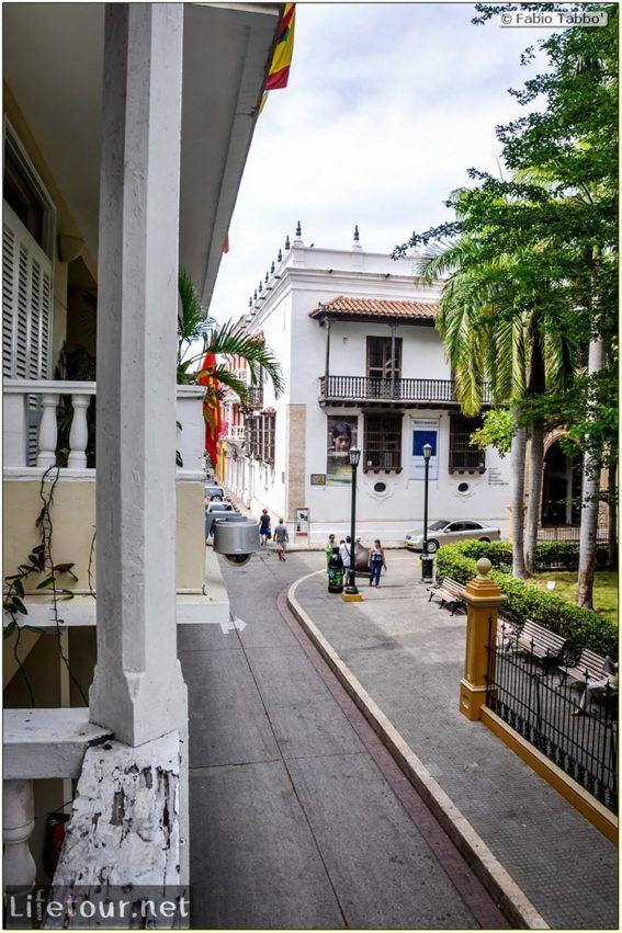 Fabio_s-LifeTour---Colombia-(2015-January-February)---Cartagena---Walled-city---Plaza-de-Bolivar---9753