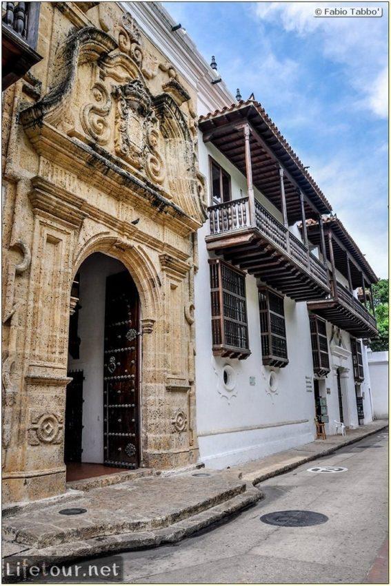 Fabio_s-LifeTour---Colombia-(2015-January-February)---Cartagena---Walled-city---Plaza-de-Bolivar---9980