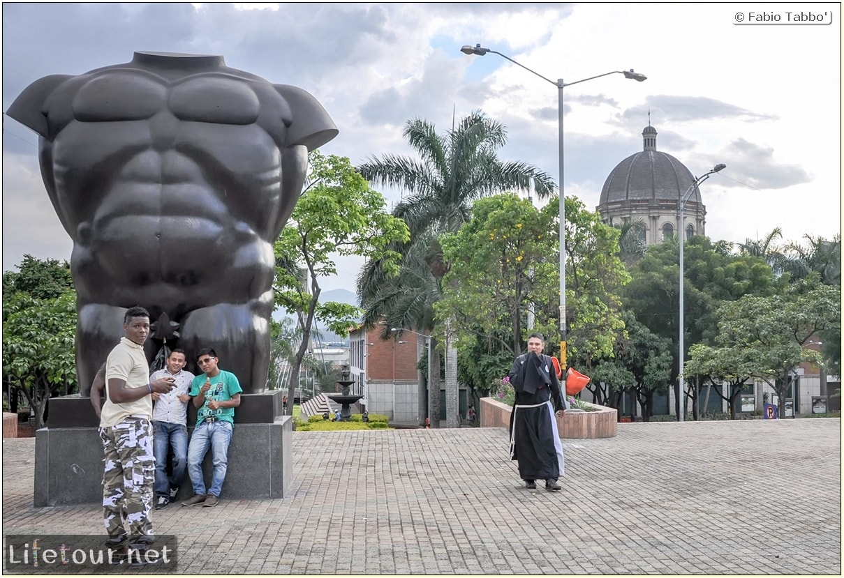 Fabio_s-LifeTour---Colombia-(2015-January-February)---Medellin---Candelaria---Botero-Plaza---4137 COVER