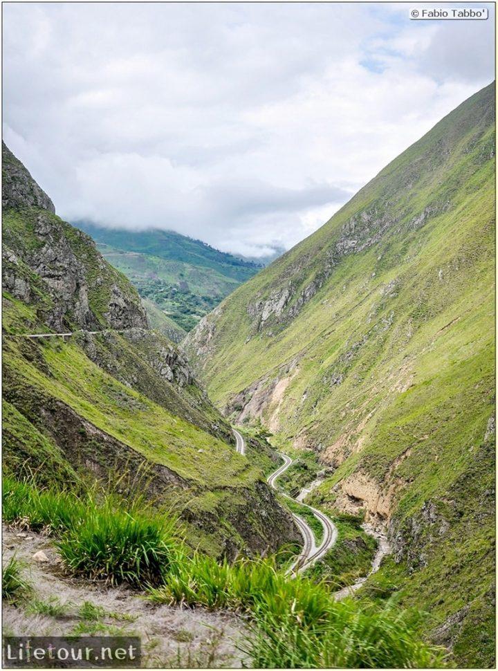 Fabio_s-LifeTour---Ecuador-(2015-February)---Alausi---El-Nariz-del-Diablo-(steam-train-ride)---12216
