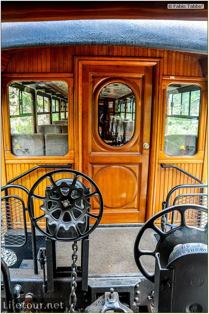 Fabio_s-LifeTour---Ecuador-(2015-February)---Alausi---El-Nariz-del-Diablo-(steam-train-ride)---12286