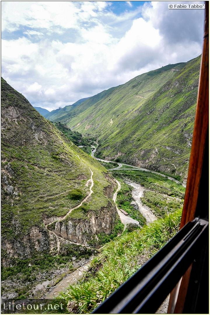 Fabio_s-LifeTour---Ecuador-(2015-February)---Alausi---El-Nariz-del-Diablo-(steam-train-ride)---12408