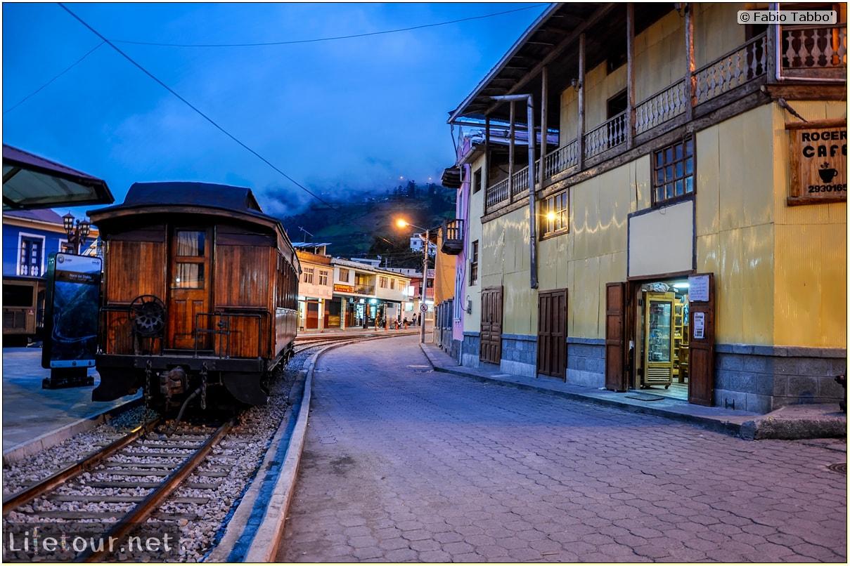 Fabio_s-LifeTour---Ecuador-(2015-February)---Alausi---Train-station-(Ferrocarriles-Ecuatorianos)---12044