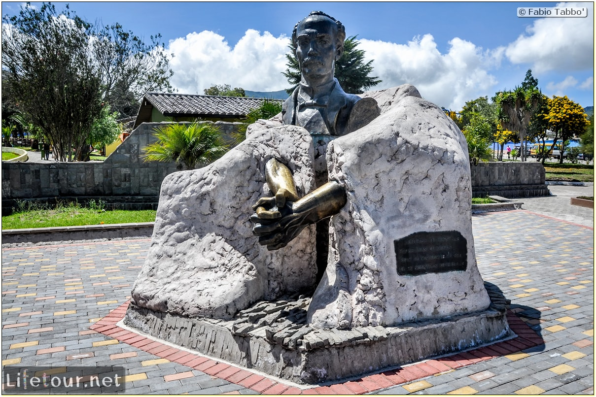 Fabio_s-LifeTour---Ecuador-(2015-February)---Mitad-del-mundo---Ciudad-Mitad-del-Mundo-(Equator-line)---11294