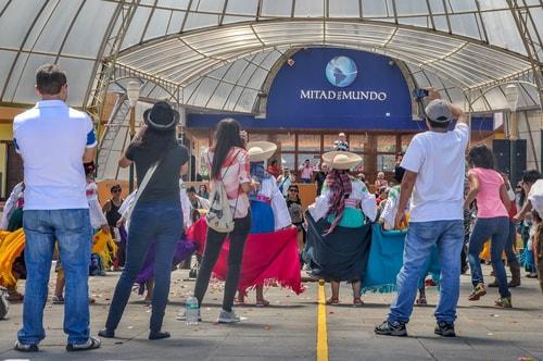 Fabio_s-LifeTour---Ecuador-(2015-February)---Mitad-del-mundo---Dance-show---10929 COVER