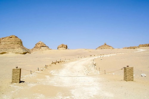 Egypt-Wadi-El-Hitan-(2007)-Base-Camp-21188 COVER