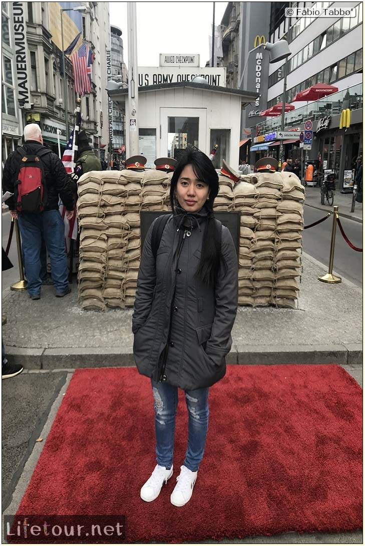 Germany-Tourism-Checkpoint Charlie-36