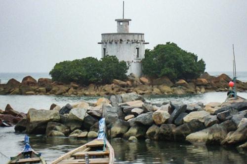 Ghana -Western region-Dixcove-Fort Metal Cross-1153 COVER
