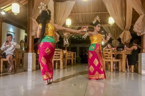 Indonesia-Bali-Ubud-Balinese-dance-19291 COVER