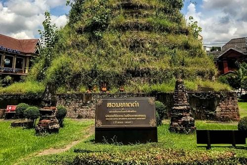 Laos-Vientiane-Tourism-Vientiane-historical-center-That-Dam-Stupa-18999 COVER