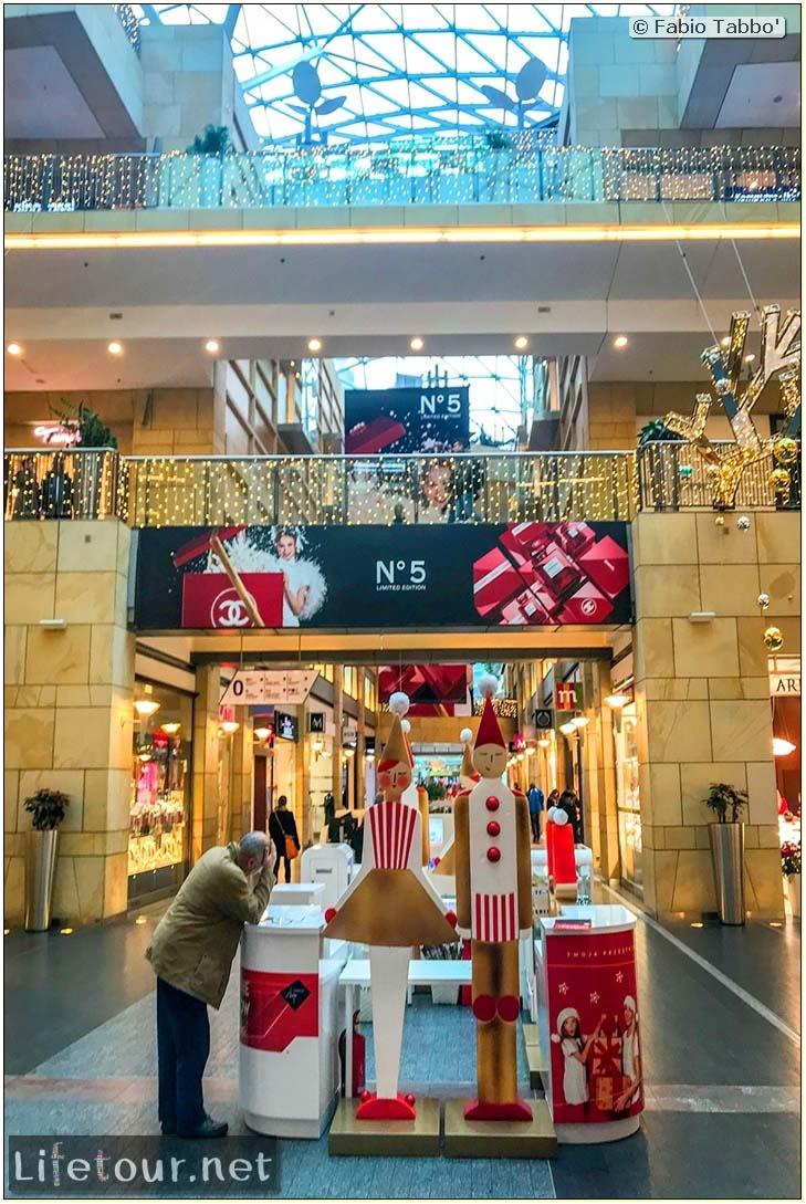 Poland-Warsaw-Zlote Tarasy shopping mall-56