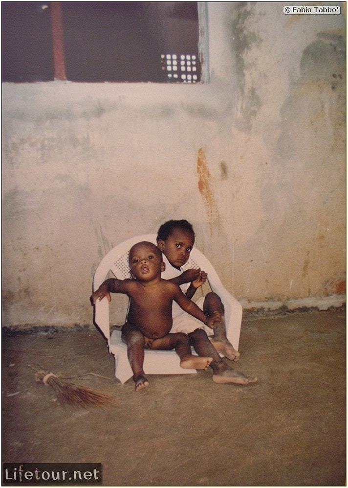 Fabios-LifeTour-Angola-2001-2003-Luanda-Luanda-slums-19738-cover-1
